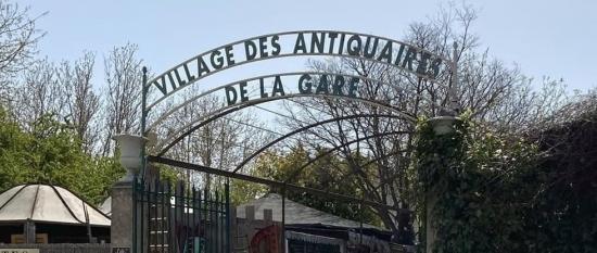photo de couverture de Le Village des Antiquaires